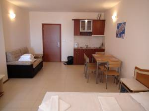 Esperanto - spacious studio apartment - nicely furnished - 150 meters to the beach - Sunny Beach south