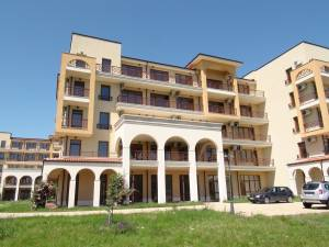 Lighthouse Golf Resort - Unfurnished top floor apartment - view to the Black sea