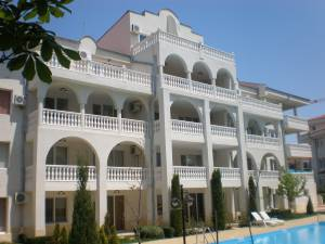 Lazur 3 - St. Vlas - spacoius holiday aparmtent - with a huge terrace - 200 meters to the Marina