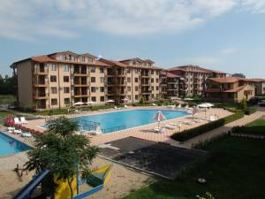 Nestinarka complex in Tsarveo - Furnished studio apartment - View to the swimming pool