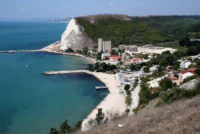 Complex Kavarna Hills - Nicely furnished 2 bedroom apartment - 2 bathrooms - few minuttes walk to the Black Sea - 2 garages